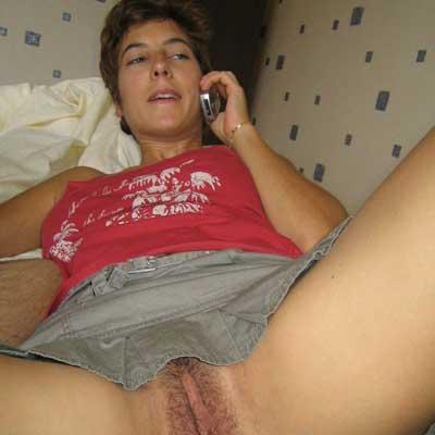 Diese notgeile Hausfrau geniest das ficken beim Telefonsex